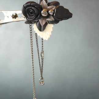 Anstecker Schwarze Blume lang