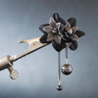 Anstecknadel Schwarze Blumen