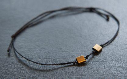 Armband mit flachen eckigen Perlen Messing Farbe