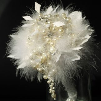 Brautstrauß Federn Perlen Strass weiß