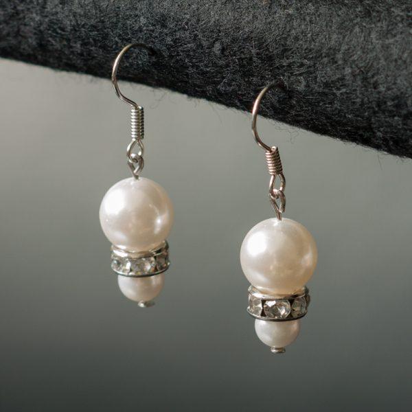 Ohrringe mit Perlen und Strass
