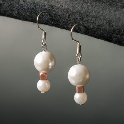 Earrings with three pearls