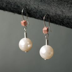 Pearl earrings pink gold