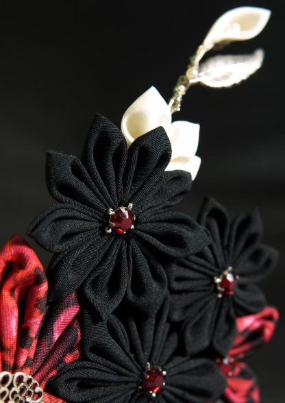 Hair comb petals black and red