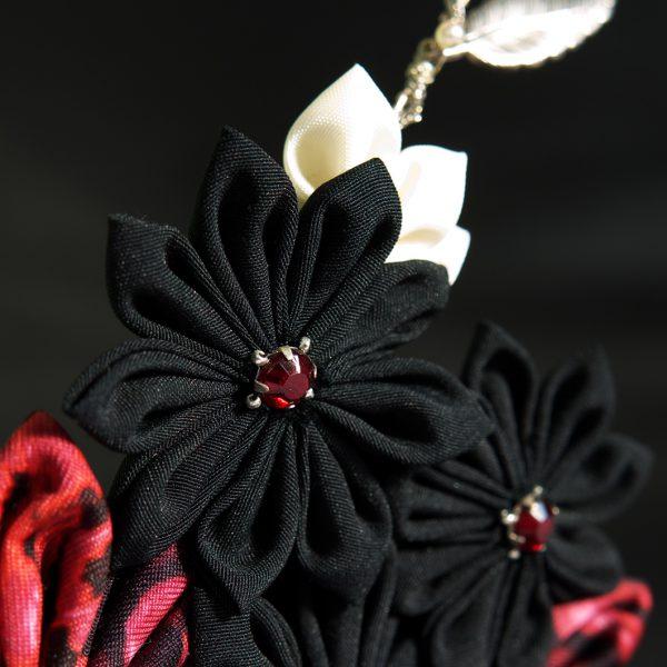 Haarkamm Blütenblätter schwarz und rot