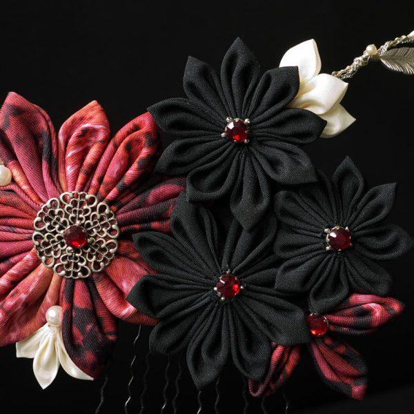 Kanzashi Blumen Haarkamm schwarz und rot