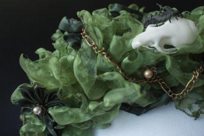 Grüner Haarreif mit Mäuseschädel