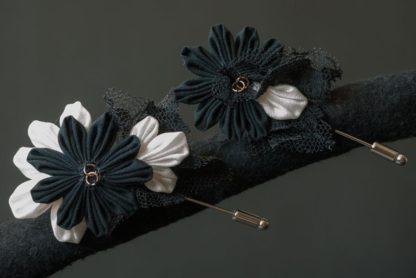 Boutonnieres in japanischer Blütenfalttechnik in schwarz-weiß.