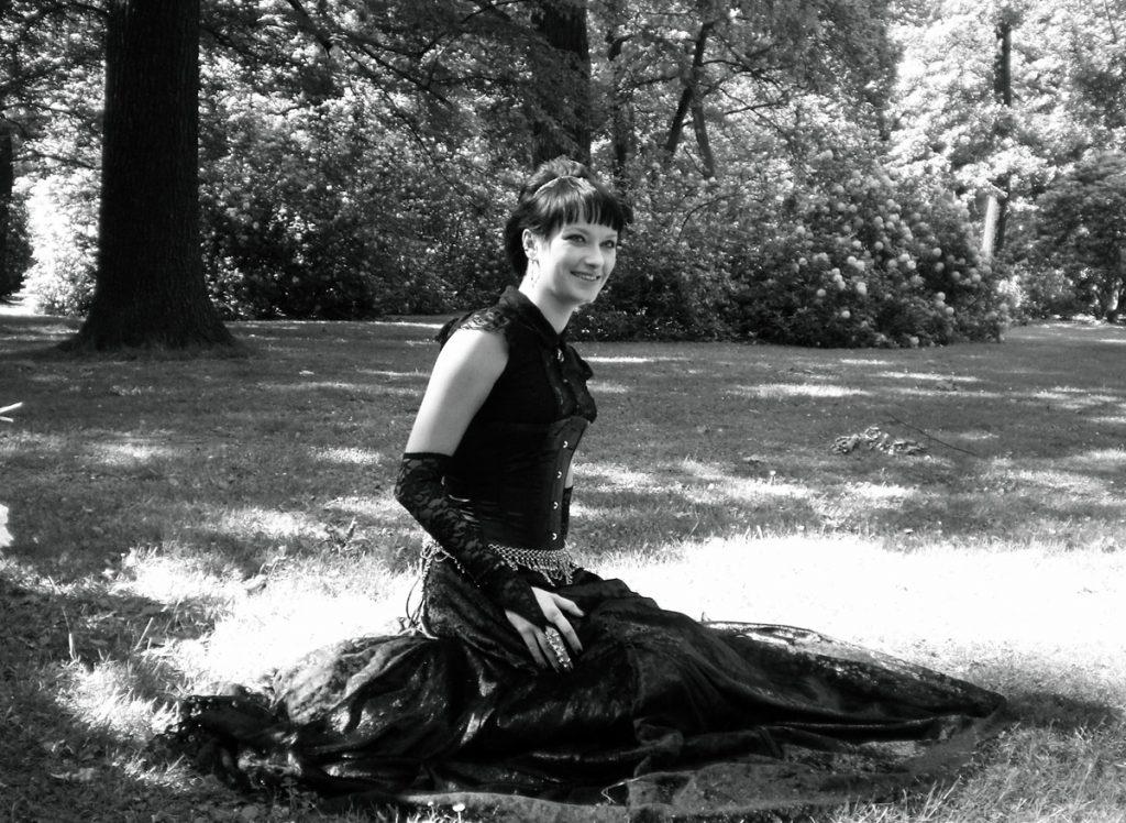 2007 Kleid aus Samt und Satincorsage mit Spitzentop
