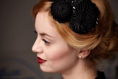 schwarzer Fascinator mit Haarreif Hochzeit Kopfschmuck Gothic