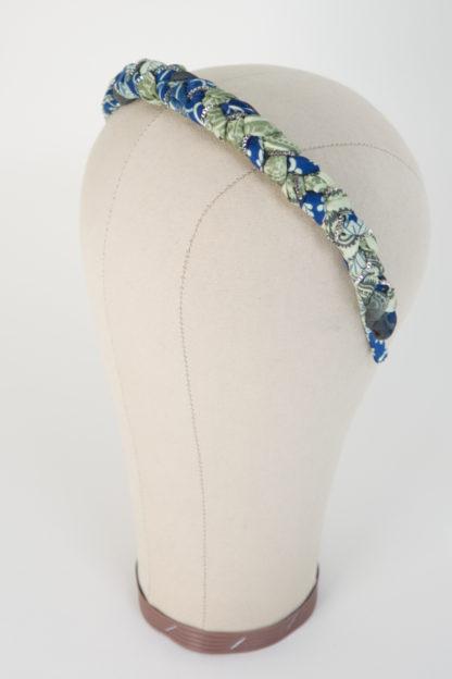 """Haarreif """"Lake Tudor"""" aus blau grünem Satin Paisleymuster Silberketten Ansicht von links"""