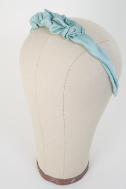 Schmaler Haarreif Mintgrün mit Raffung Seitenansicht links