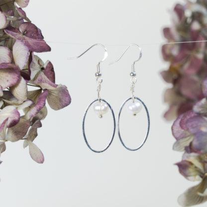 Ohrringe Silber Süßwasserperle im Silberrahmen