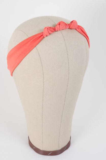 Schmales Stirnband mit einem Knoten in Apricot mit 3 eng beieinander liegenden Knoten