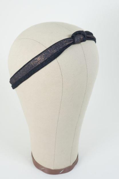 Schmales Stirnband mit einem Knoten in Darkdenim und Kupfer