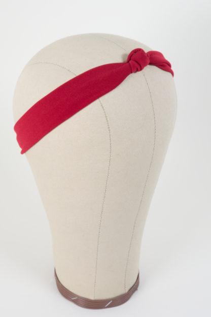 Schmales Stirnband mit einem Knoten in Rot
