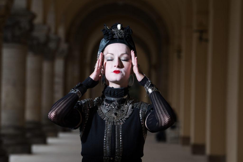 Gothic Frau mit Turban