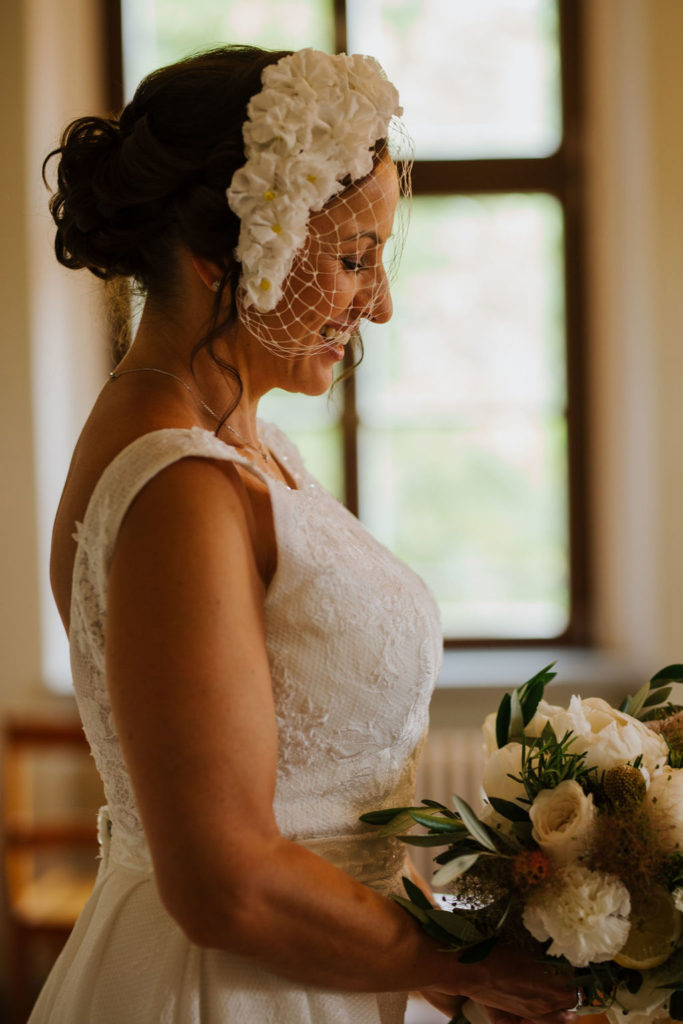 Die Braut ist fertig gestylt