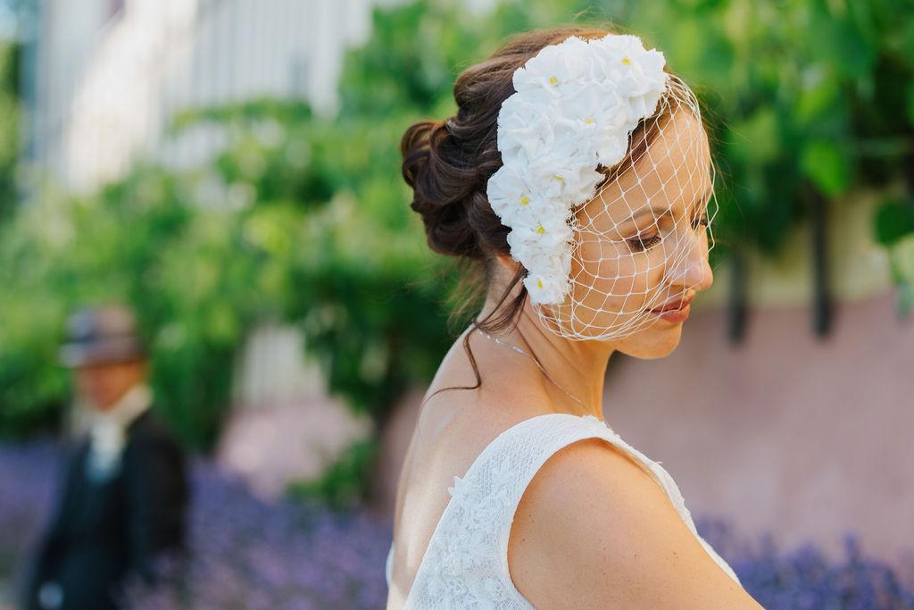 Hochzeit Braut mit Fascinator RIttergut Kössern