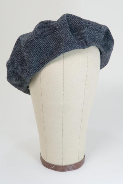 Baskenmütze in grauer Schurwolle mit Fischgratmuster