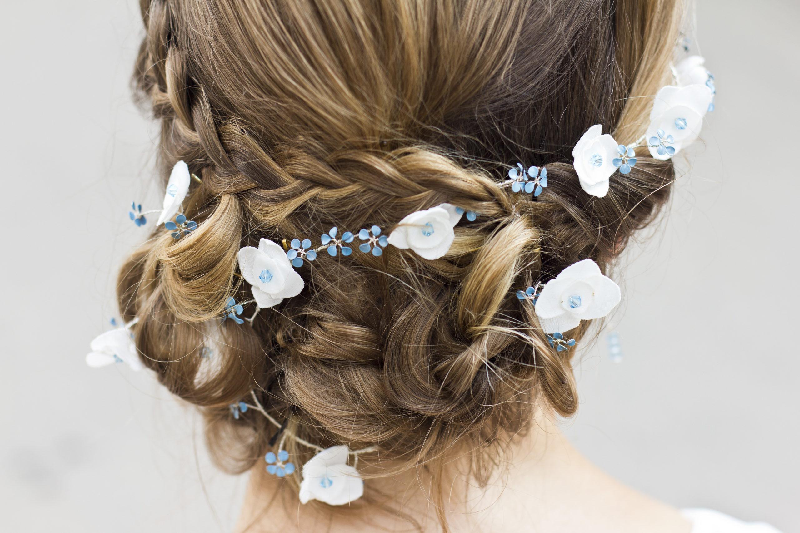 Haarkranz mit blauen Vergissmeinnicht und Hortensien
