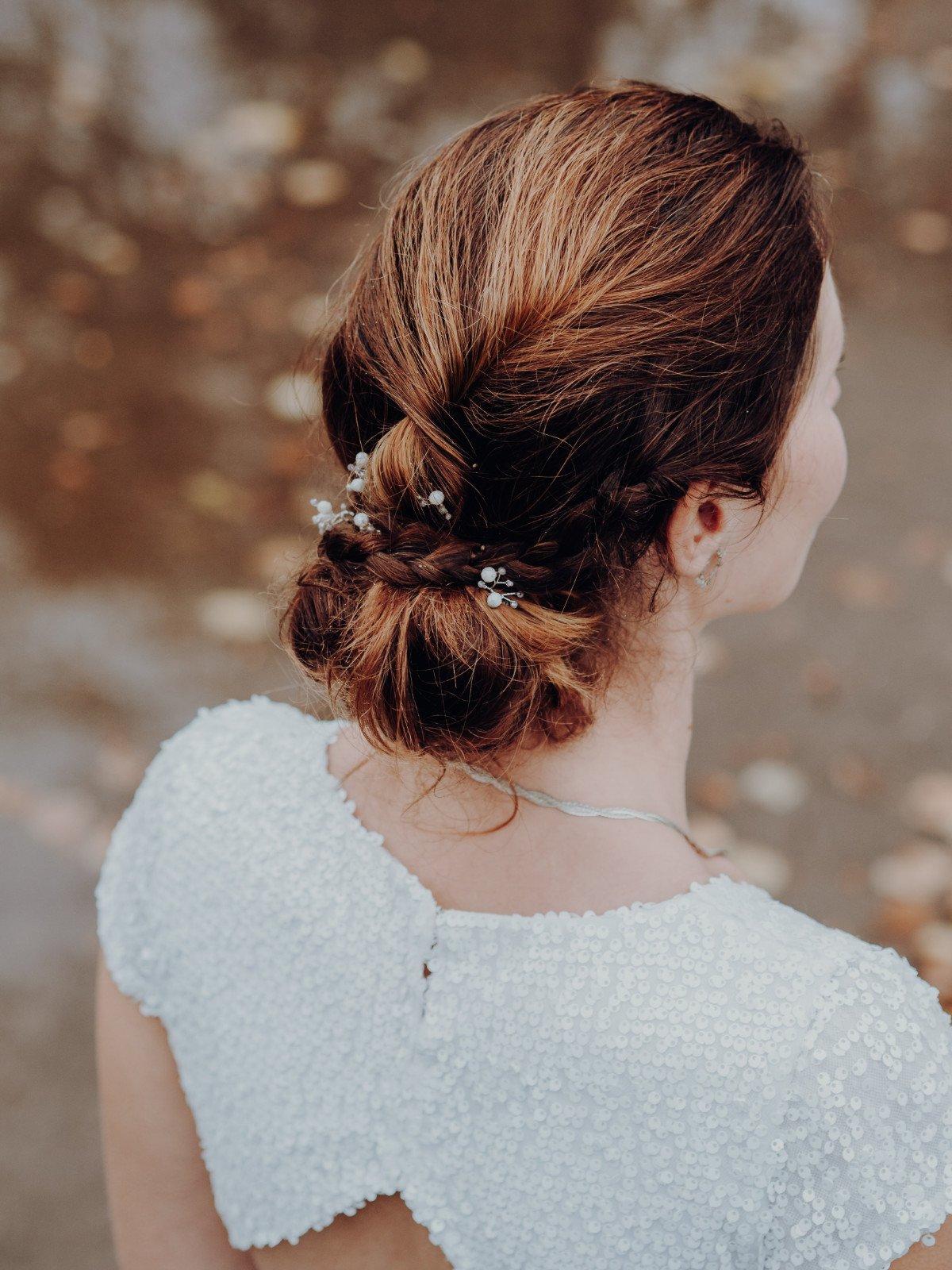 Kundin Tina mit Haarnadeln aus Perlen