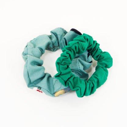 Grüne Scrunchies