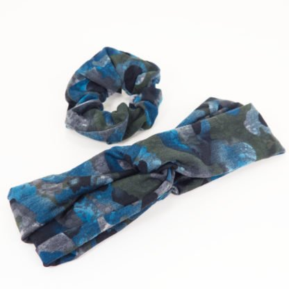 Set aus Scrunchy und Stirnband in grünblauem Camouflage